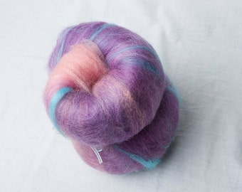 Mini Gradient Batt from pink to purple with hits of blue suitable for Spinning (#160049)