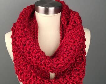 WOMEN'S ERIN CHUNKY Crochet Scarf, Crochet Infinity Scarf, Gifts for her, Scarves, Women's crochet scarf, Winter Accessories. Cowl.