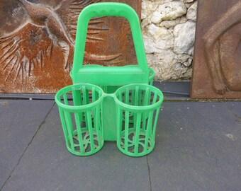 BOTTLE RACK, for 4 bottles, color green, trend and design, plastic, vintage on 1970