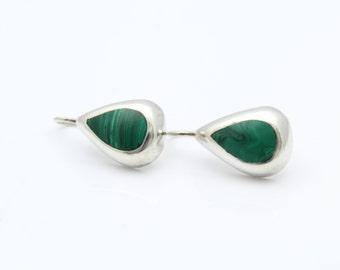 Vintage Teardrop Earrings in Malachite and Sterling Silver. [8427]