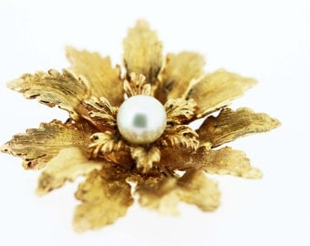 Flower brooch with Pearl Center