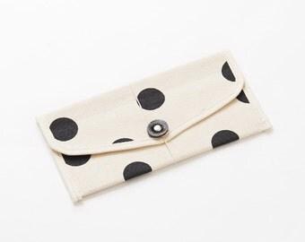 Envelope shape passport case / Polka dot-Inkblack