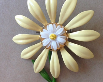 Vintage yellow and white large flower pin / brooch