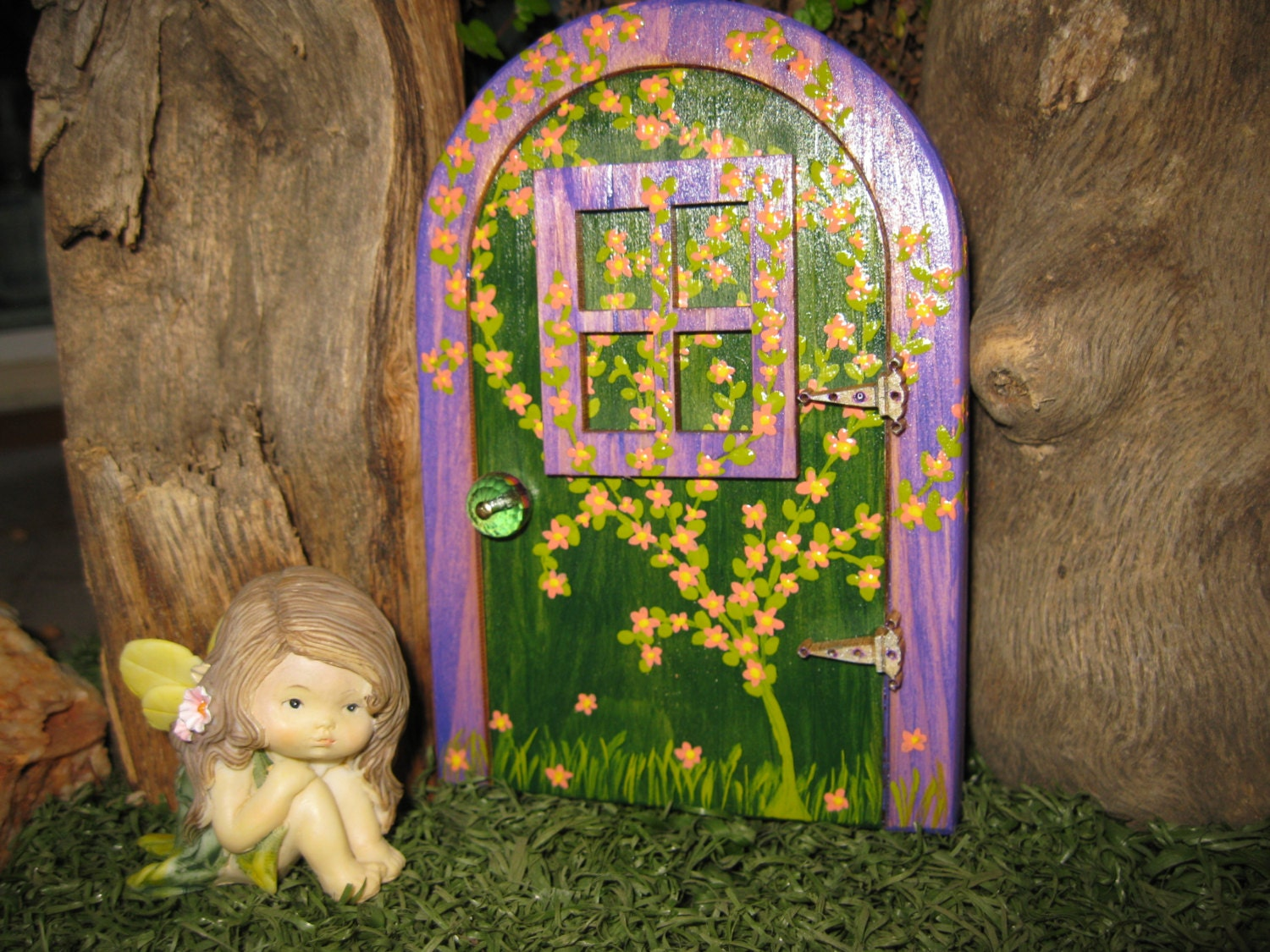 Fairy garden house fairy door with flowering vine for Fairy house doors