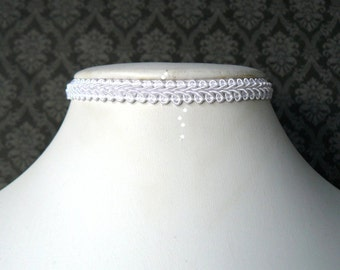 Narrow White Lace Choker, Tiny White Victorian Inspired Chocker Necklace, Lolita Jewelry, Wedding Choker, Vintage Style Ribbon Necklace