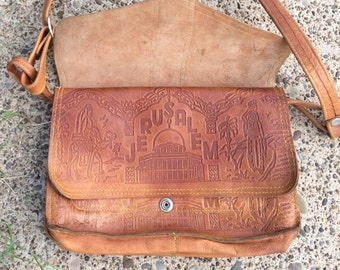 FREE SHIP! Vintage leather purse/ Lovely shoulder bag/ tote/french country/country cottage/Jerusalem/temple