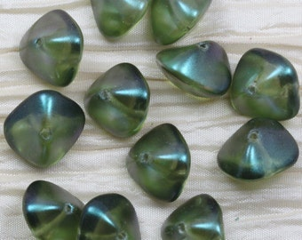 12pcs 15x11mm Dew Kissed Moss Pearl Chunky Wonky Ovals Czech Glass Beads. fabulous pearl sheen, chunky size, awesome shape...