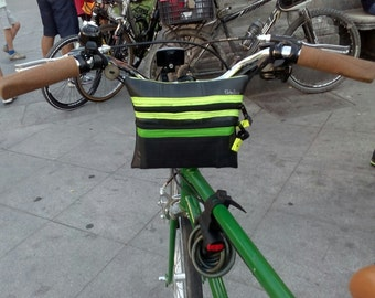 Handlebar bag on recycled rubber