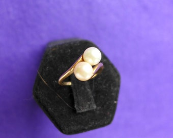 Ladies Vintage Estate  Unique Ring Solid Gold 14K with Two Pearls with  SZ-6-