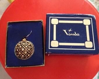 Vanda Perfume Pendant Vintage Necklace Rare. Bargain