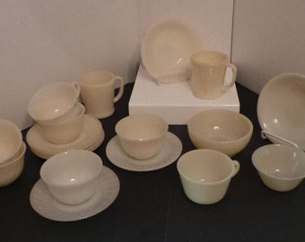 Ivory FIRE KING Anchor Hocking Lot of 19 Pieces~Swirl~~D Mugs~~Chili~~1700~~CEREALS