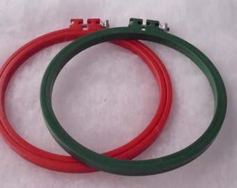 """DE-STASH PRICE Reduced  Pair of Vintage Boye 6"""" Plastic Embroidery Hoops Red and Green Good Clean Condition"""