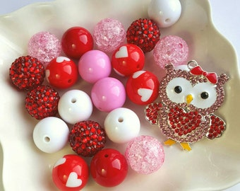 Whooo Loves You-- Chunky Bead Necklace Kit-- 20 Beads-- 1 Pendant
