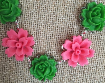 Preppy pink and green flower necklace