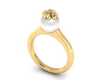 18k Gold Pearl Diamond Ring