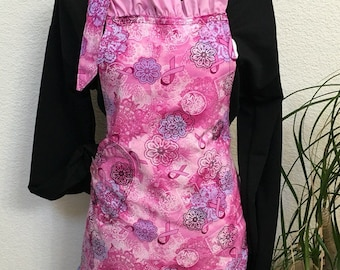 "Reversible ""Think Pink"" Lace Print Apron"