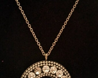 Circle crystal pendant necklace