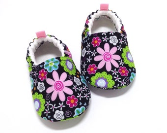 Black Floral Baby Shoes, Soft Sole Baby Shoes, Baby Booties, Baby Shower Gift, Black Toddler slippers, Black Baby shoes