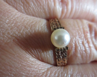 9 carat gold and real pearl