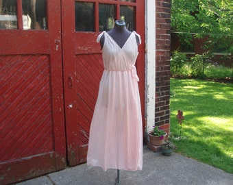 Vintage 1970s Grecian Style Pink Negligee / Night Gown