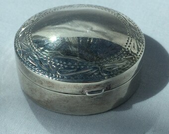 Silver Pill box Diameter 3.5cm Height 1.6cm