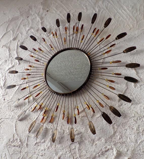Grand miroir soleil en m tal perles et plumes m tal 1950 for Miroir soleil metal