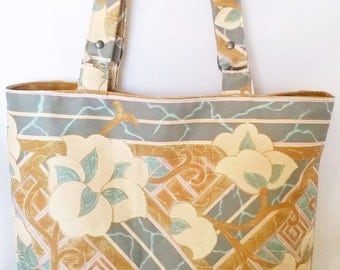 A floral Tote in pastel