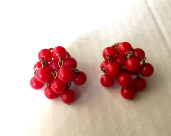 1940s Red Cluster Dangle Screw On Earrings