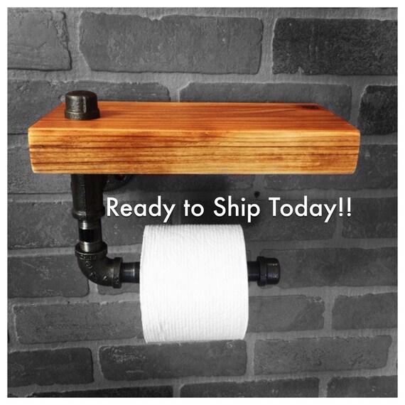 Items op etsy die op rode houten wc rolhouder en plank rustieke industrial lijken - Rustieke wc ...