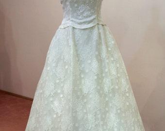 1950's Chantilly lace wedding dress