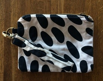 Hand Sewn (Linen/Black and White) Wristlet