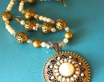 Pearl and Gold Filigree Necklace Set