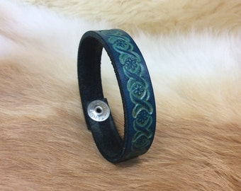 Stamped bracelet with flower design