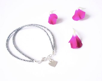 BRACELET Silver heart charm and faceted hematite, Valentine gift, glamorous jewel, chic and shiny, gemstones