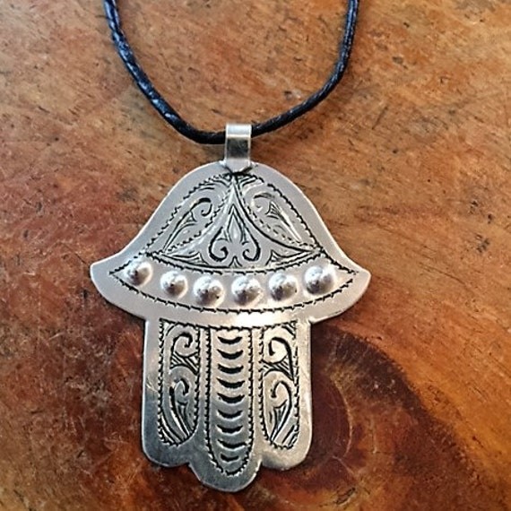 large of fatima moroccan pendant on leather by riadstore
