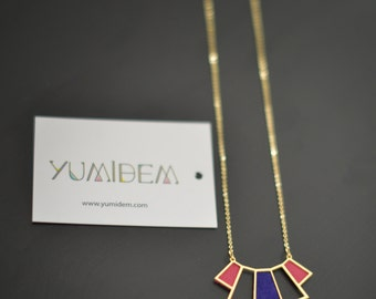 Necklace plated Deco gold adorned with leather pink Fuchsia and violet