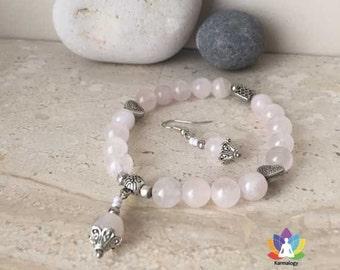 Bracelet and pair of earrings in rose quartz.