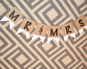 Mr and Mrs Banner / Photo prop / Wedding Pennant Banner / Bridal Shower / Anniversary