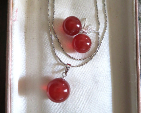 Lovely set of sterling silver red jade pendant necklace and stud earrings