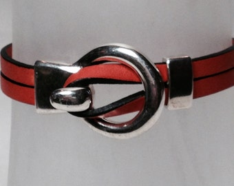 Coral Leather Circle Hook w/Bar Slide