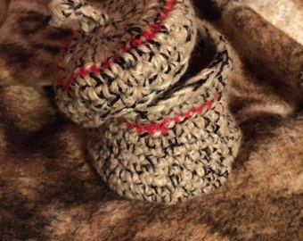 Crocheted container with lid