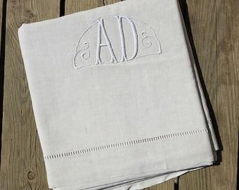 Great linen sheet monogrammed off-white, AD vintage