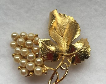 Vintage pearl and leaf brooch