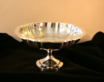 Vintage Silver Plated Pedestal Compote Dish// Wm A Rogers