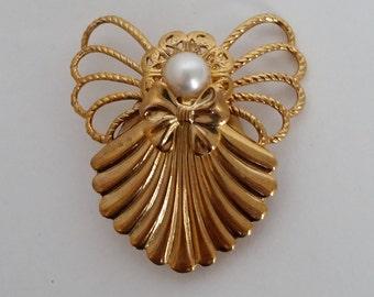 "Vintage Brooch, ""Jane"" Angel with Faux Pearl"