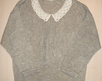 Sweater with lace collar