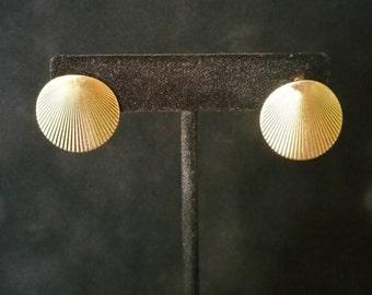 Vintage Monet Earrings, Monet Sea Shell Earrings, Monet Shell, Post Earrings, Gold Tone (E-ER-107)z
