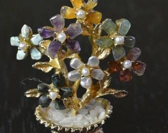 Planter of flowers vintage brooch