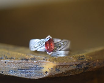 Red Marquise Gemstone and Hematite Chip Vintage Silver 925 Ring, US Size 6.0, Used