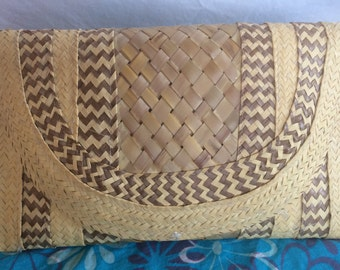 Straw Spring/Summer Clutch Purse; Retro Style, Straw-Woven Purse from the 1970s; Vintage Purse in Very Good Condition; Una Bolsa Vintage